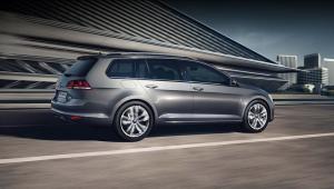 Prenájom auta - VW Golf Variant z boku