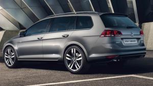 Prenájom auta - VW Golf Variant zo zadu