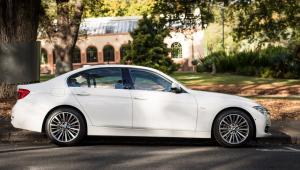 Prenájom BMW 318d Limousine SportLine zboku