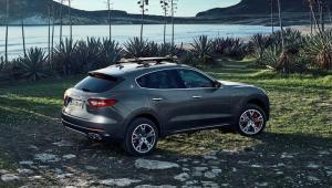 Prenájom auta Maserati Levante zo zadu