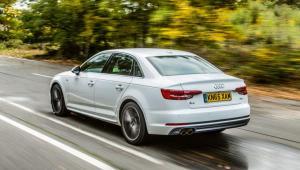 Prenájom auta Audi A4 Basic zo zadu