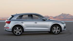 Prenájom auta Audi Q5 z boku