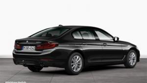 Prenájom auta BMW 520d xDrive zboku
