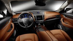 Prenájom auta Maserati Levante zvnútra