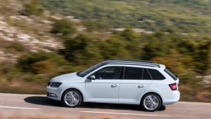 Prenájom auta - Škoda Fabia z boku