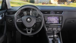 Prenájom auta Škoda Octavia Combi DSG z vnútra